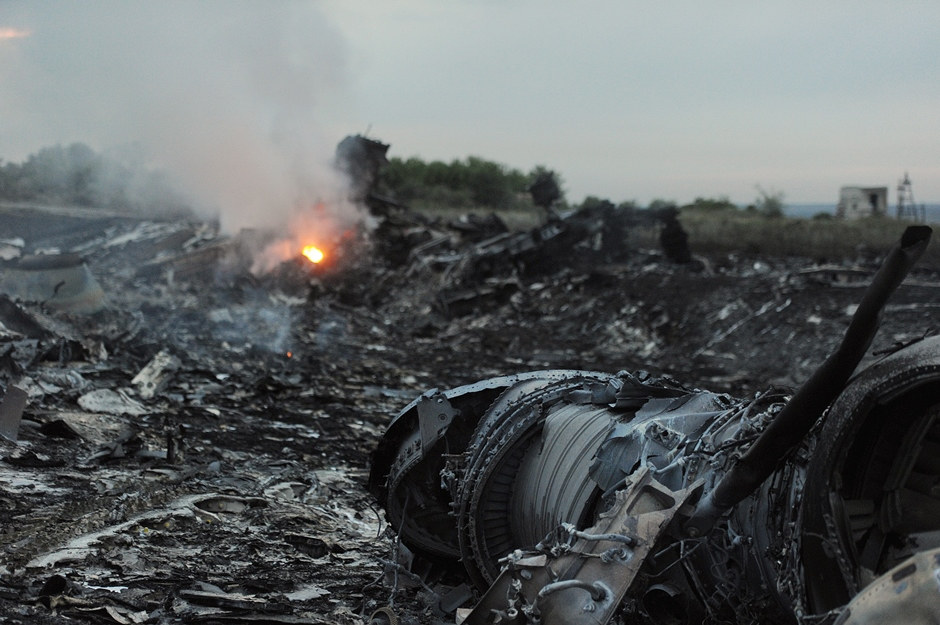A picture taken on July 17, 2014 shows wreckages of the malaysian airliner carrying 295 people from Amsterdam to Kuala Lumpur after it crashed, near the town of Shaktarsk, in rebel-held east Ukraine. Pro-Russian rebels fighting central Kiev authorities claimed on Thursday that the Malaysian airline that crashed in Ukraine had been shot down by a Ukrainian jet. AFP PHOTO/DOMINIQUE FAGET